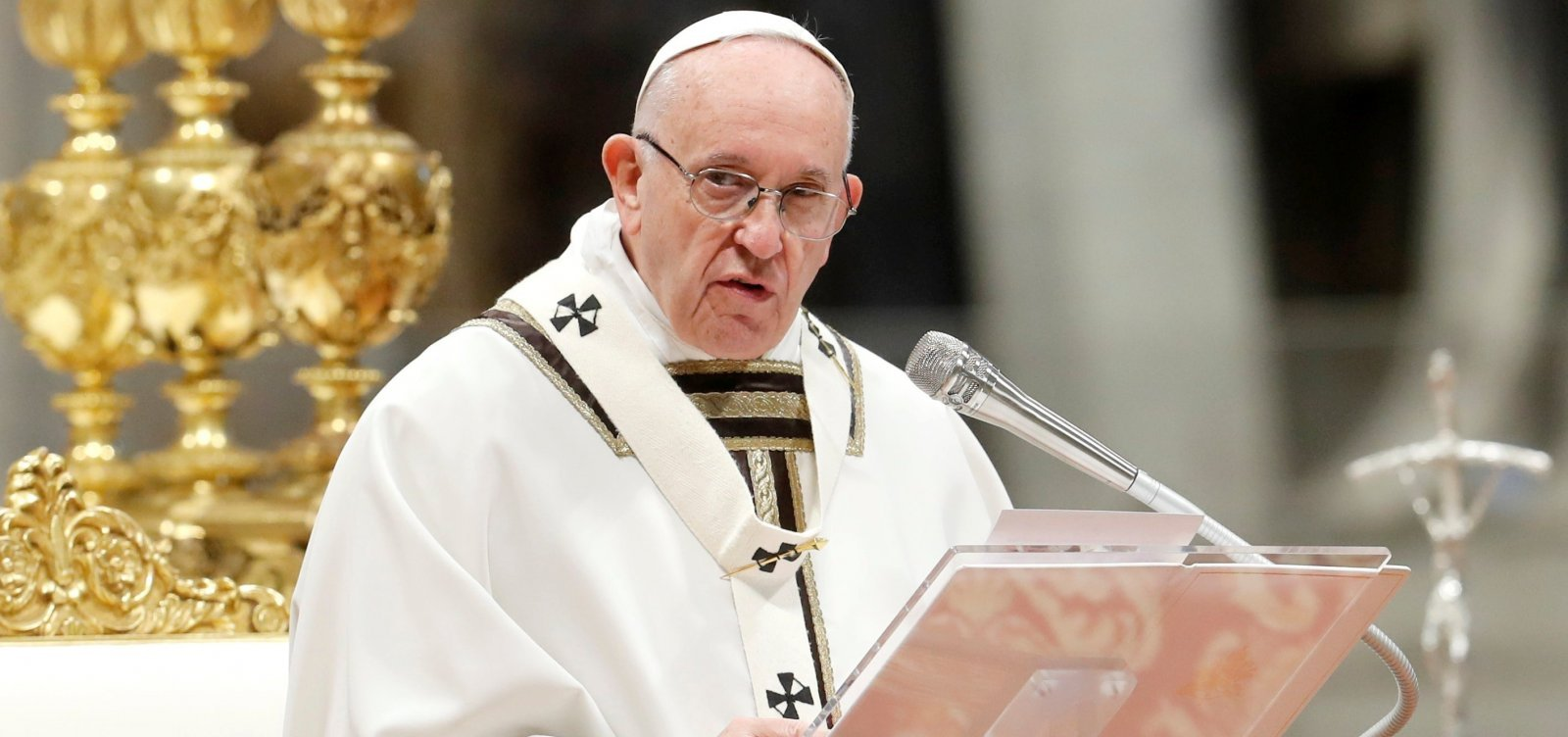 [Papa compara a Hitler políticos que discursam contra gays, judeus e ciganos]