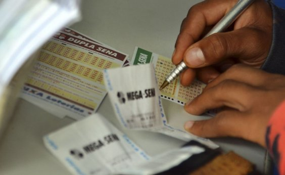 [Mega-Sena pode pagar hoje R$ 10,5 milhões]
