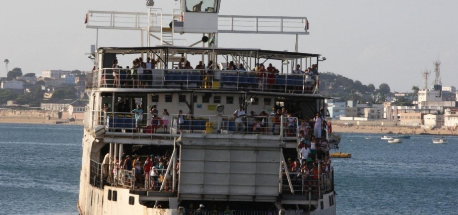[Ferry: veículos enfrentam filas de três horas para embarcar em Bom Despacho]