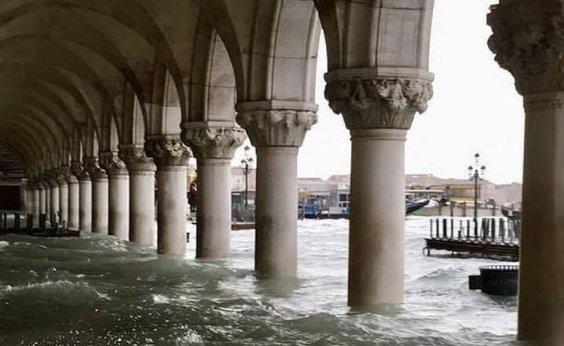 [Veneza se recupera após pior inundação da região em 50 anos]