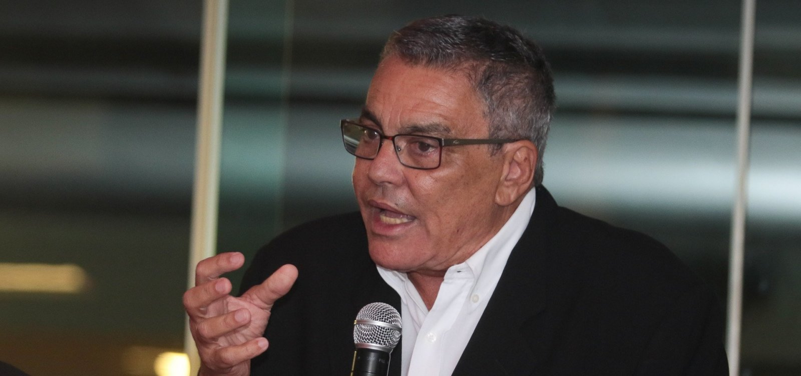 [Presidente do Vitória publica fake news sobre Chico Buarque e diz que vídeo 'desmascara' o cantor]