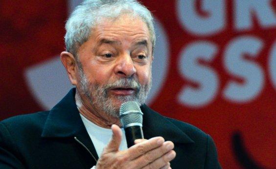 """[""""Bolsonaro é cercado por milicianos"""", diz Lula ao The Guardian]"""