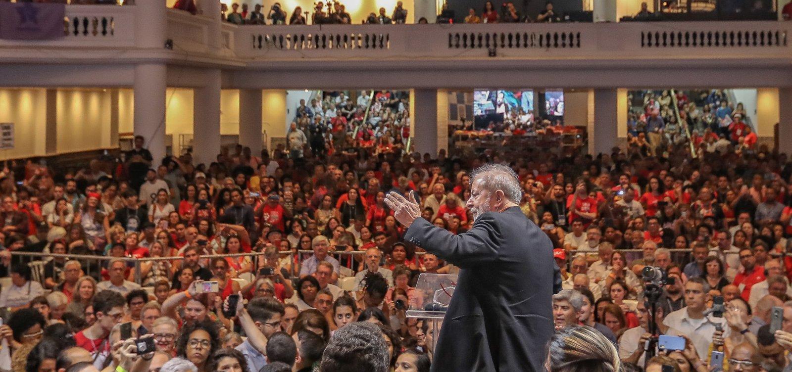 [Em Congresso do PT, Lula defende polarização e rejeita equiparação a Bolsonaro]