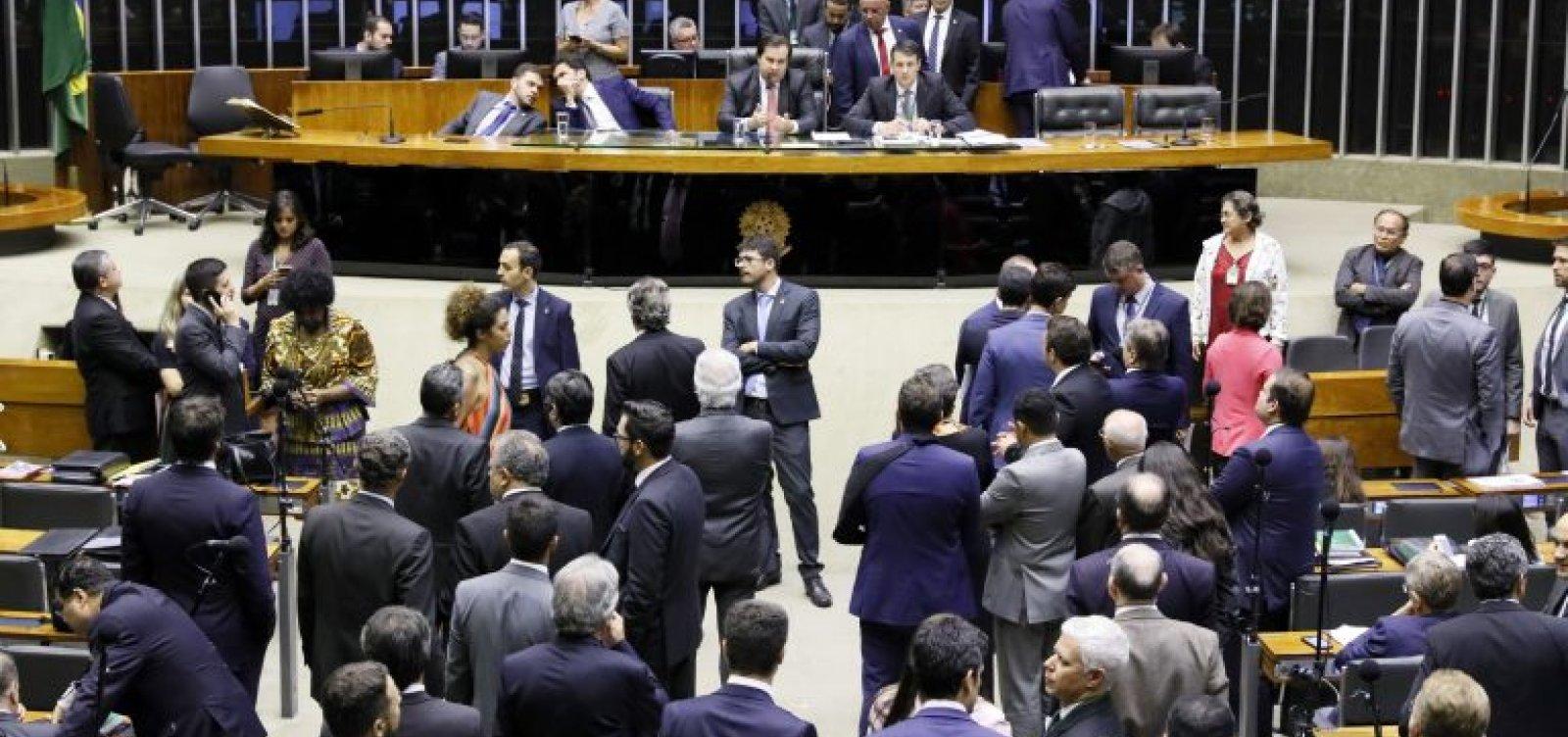 [Plenário da Câmara pode votar Médicos pelo Brasil e Revalida]