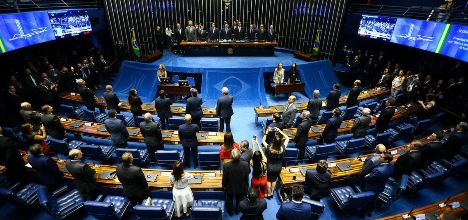 [Congresso pode derrubar nove vetos do presidente Jair Bolsonaro na terça-feira]