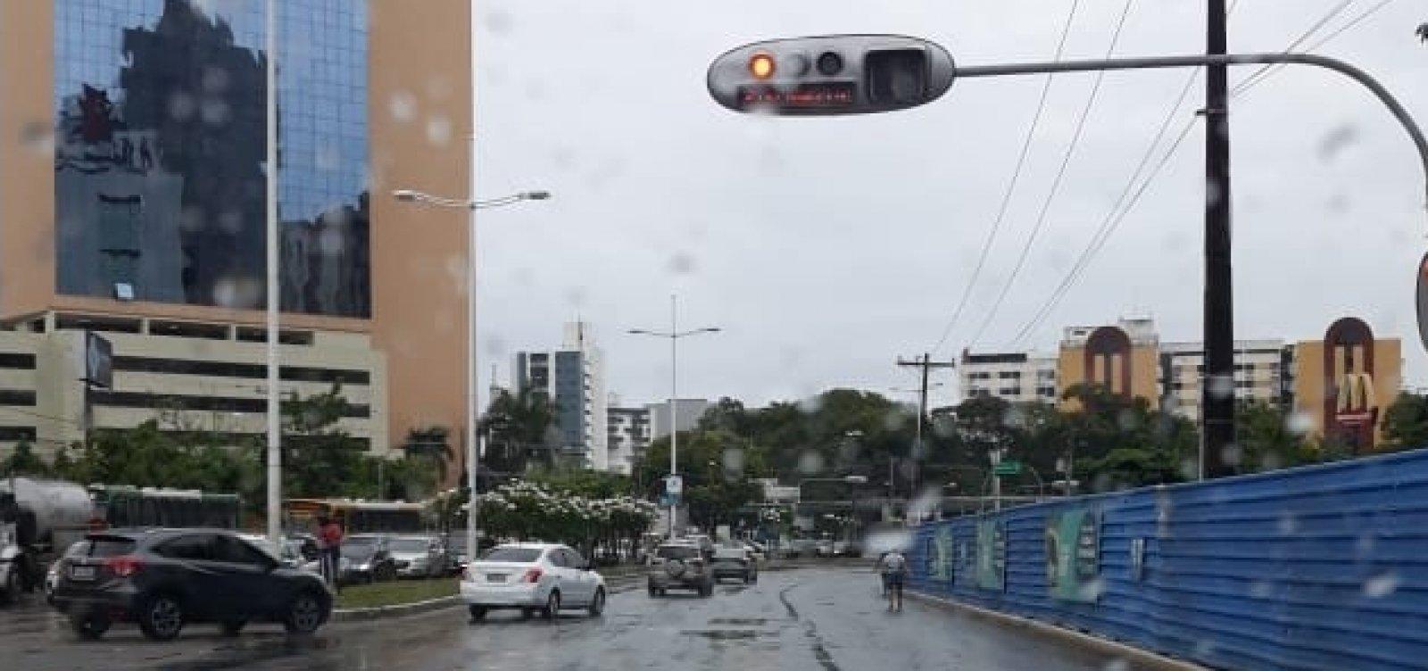 [Defesa Civil alerta para chuvas e risco de alagamentos em Salvador]