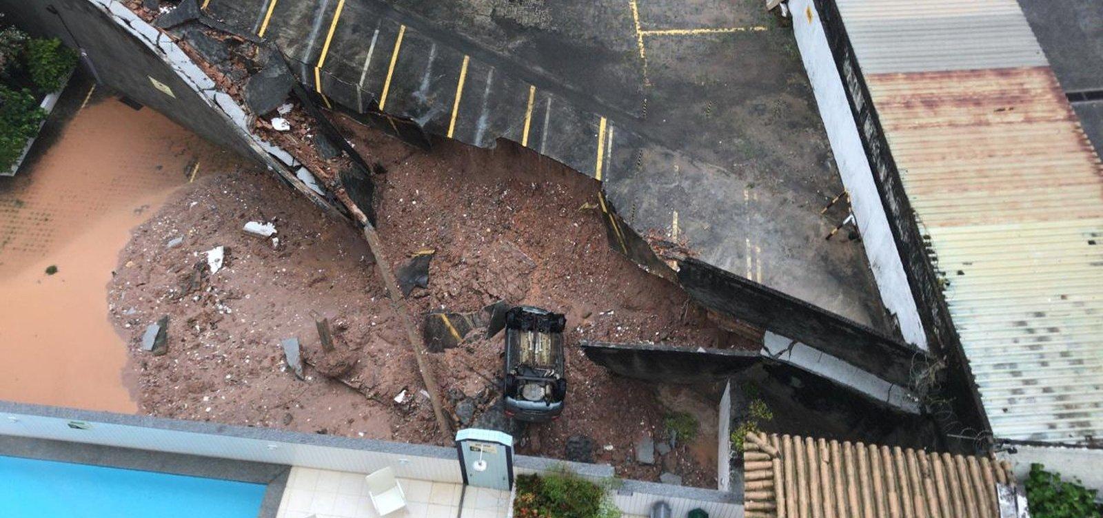 [Estacionamento de prédio desaba no Imbuí após chuvas ]