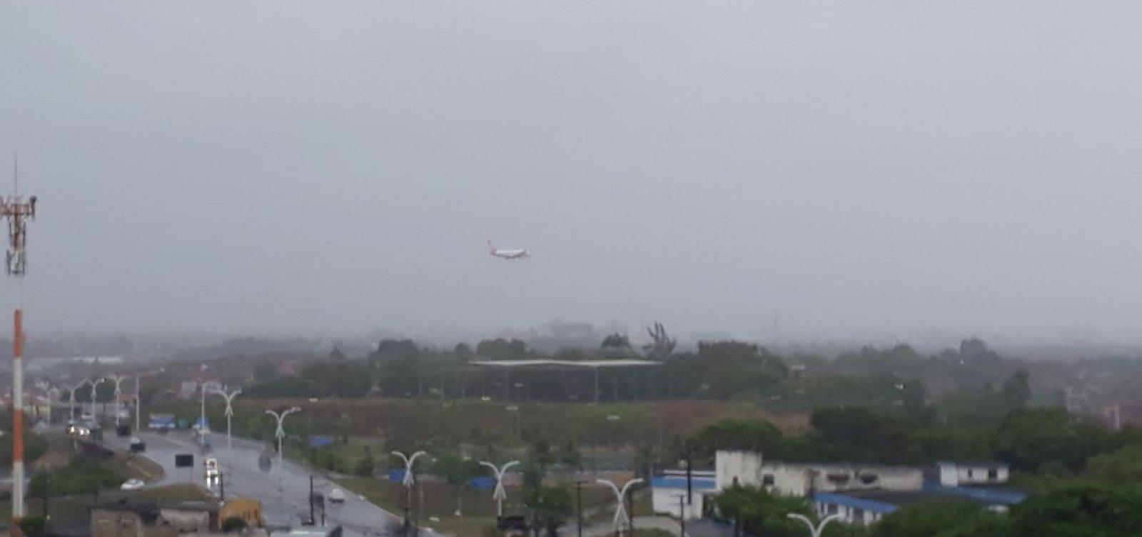 [Voos arremetem e não conseguem pousar no aeroporto de Salvador por chuva]