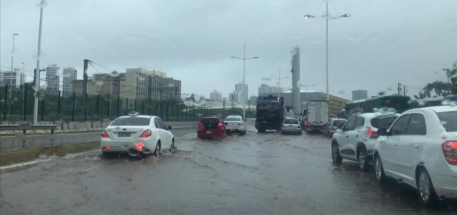 [Chuva em Salvador: faculdades e escolas cancelam aulas]