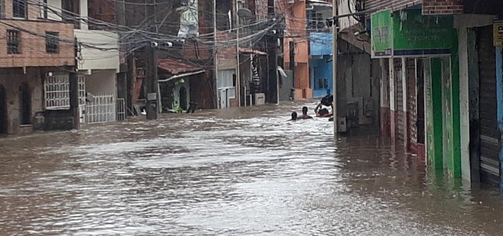 ['Salvador enfrenta uma das maiores chuvas dos últimos anos', diz ACM Neto]