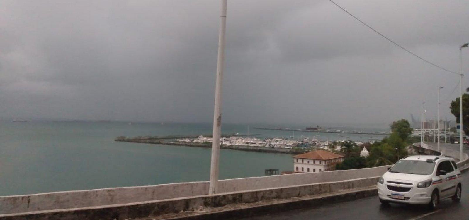 [Ainda com alerta máximo de chuvas, Codesal recebe 20 solicitações na madrugada de hoje]