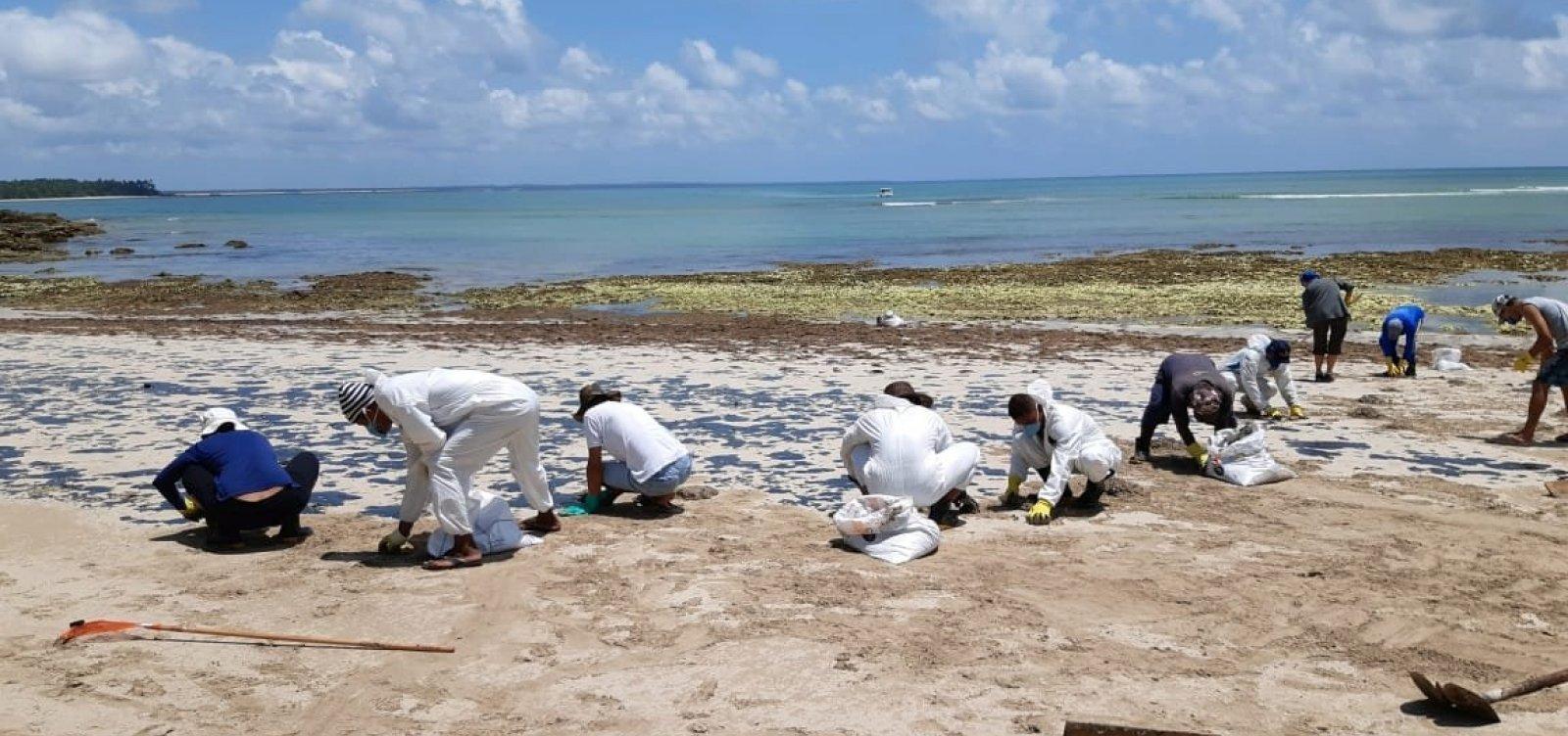 [Inema começa a retirar óleo armazenado na ilha de Boipeba]