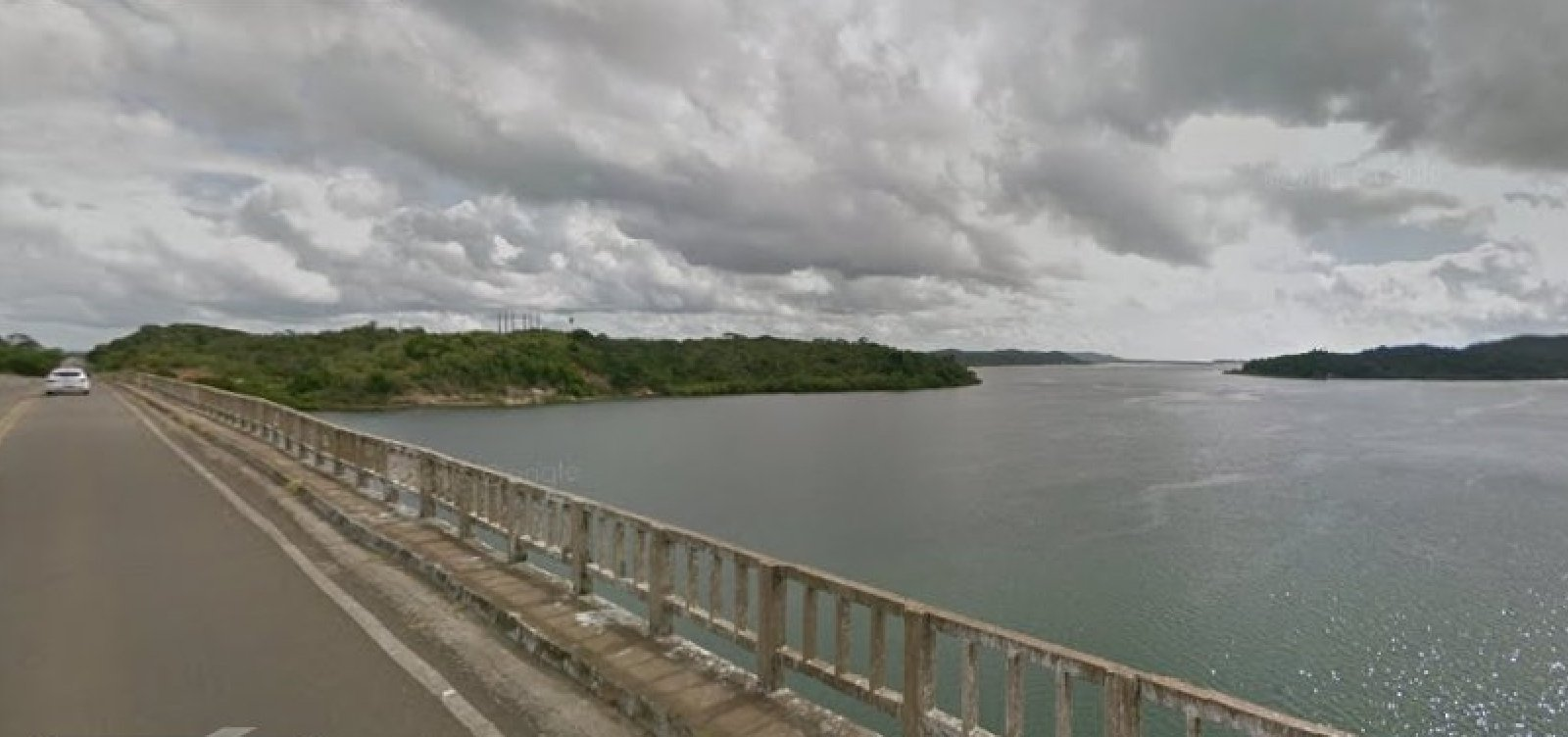[Morador denuncia condição precária da Ponte do Funil: 'Vi um pedaço grande de concreto cair no mar']