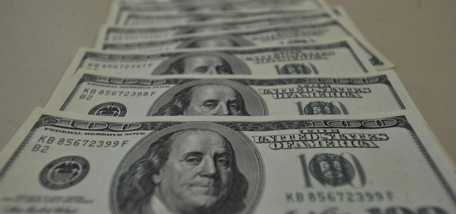[Dólar sobe e fecha mês de novembro com valorização de 5,77%]