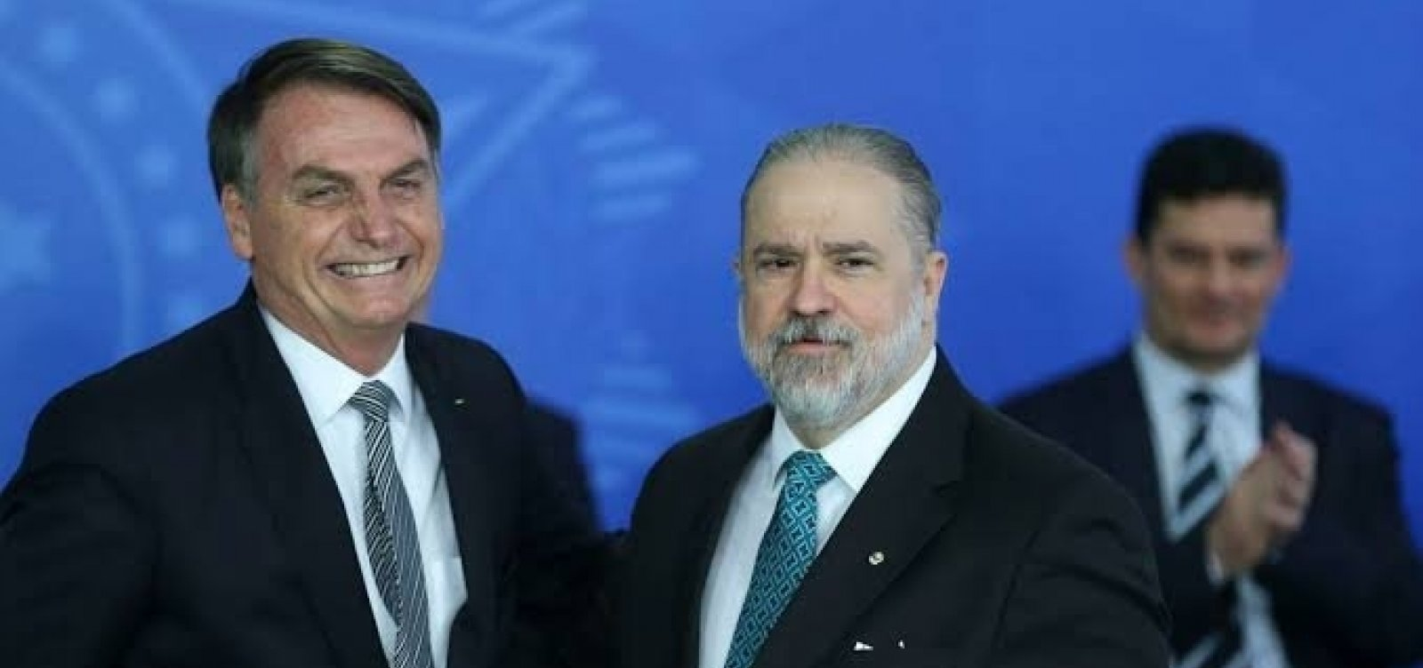 [Bolsonaro não cometeu crime ao acessar áudios de portaria, diz Aras]