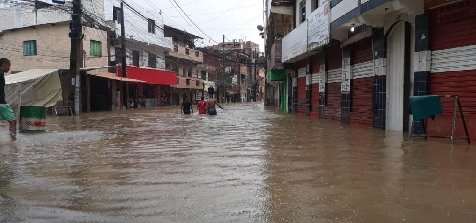 [Mais de mil famílias são cadastradas em situação de emergência após chuvas em Salvador]