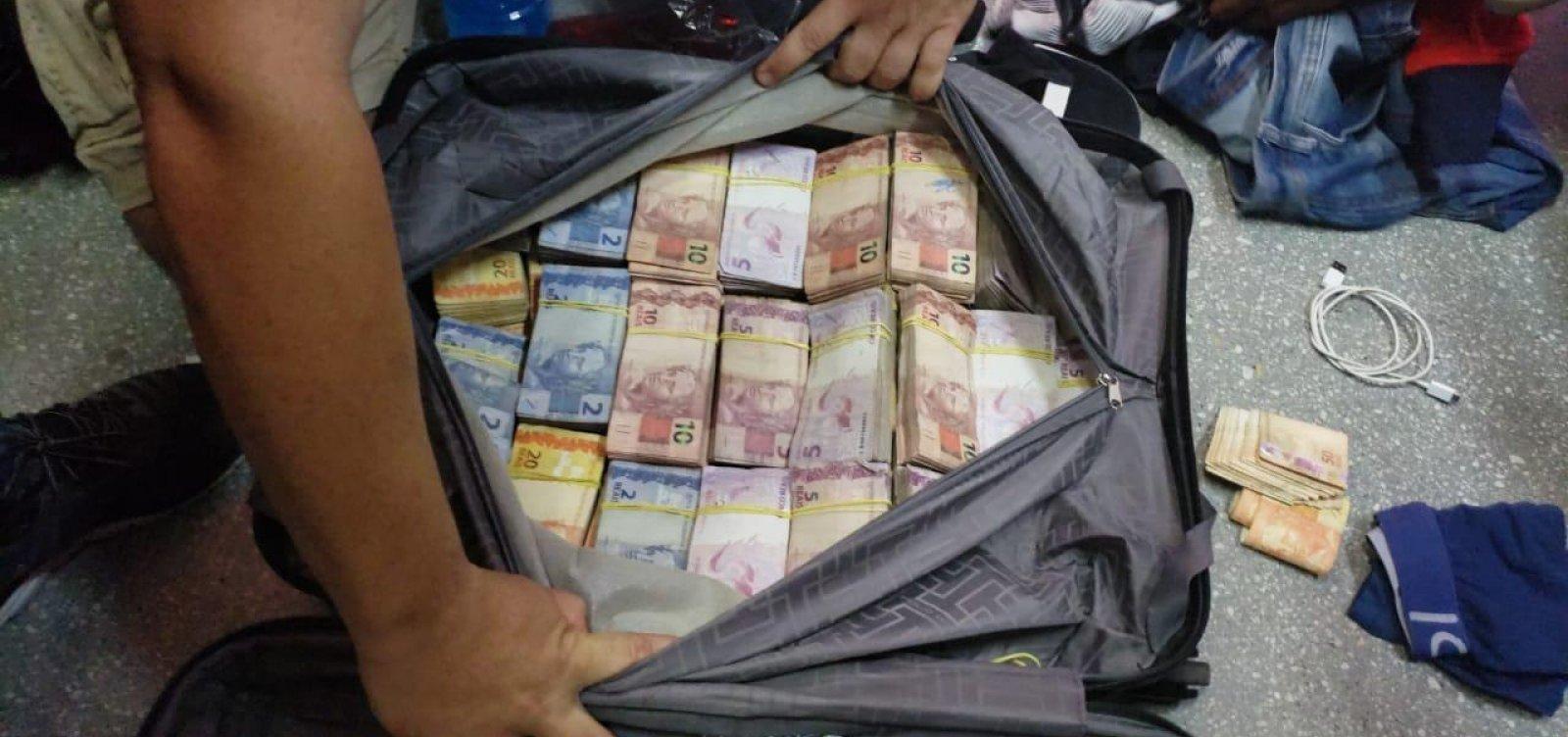 [Suspeitos de furtar banco são presos ao tentar embarcar com dinheiro em voo]