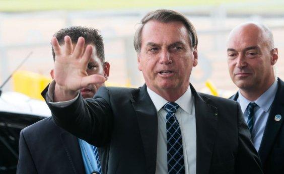 [Bolsonaro diz estar 'forçando a barra' com equipe por isenção no IR]