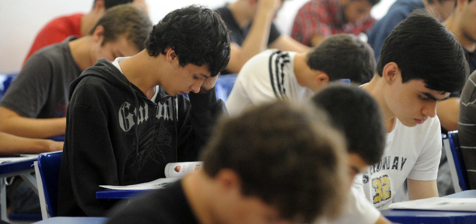 [Brasil tem leve melhora em prova mundial, mas 4 em 10 alunos não aprendem o básico]