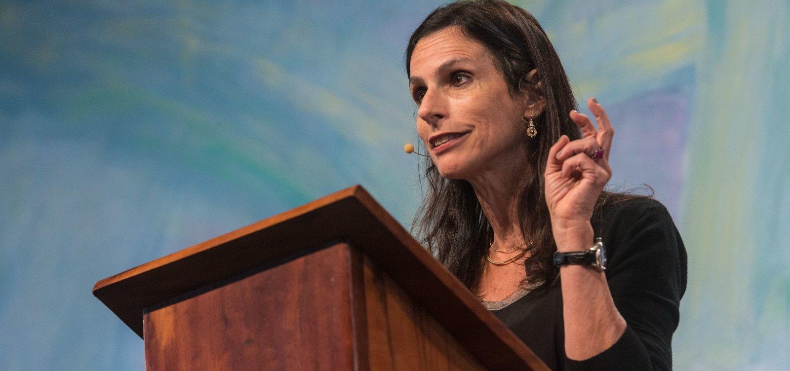 [Lilia Moritz Schwarcz critica 'apatia' da sociedade civil brasileira: 'Pode nos custar muito']