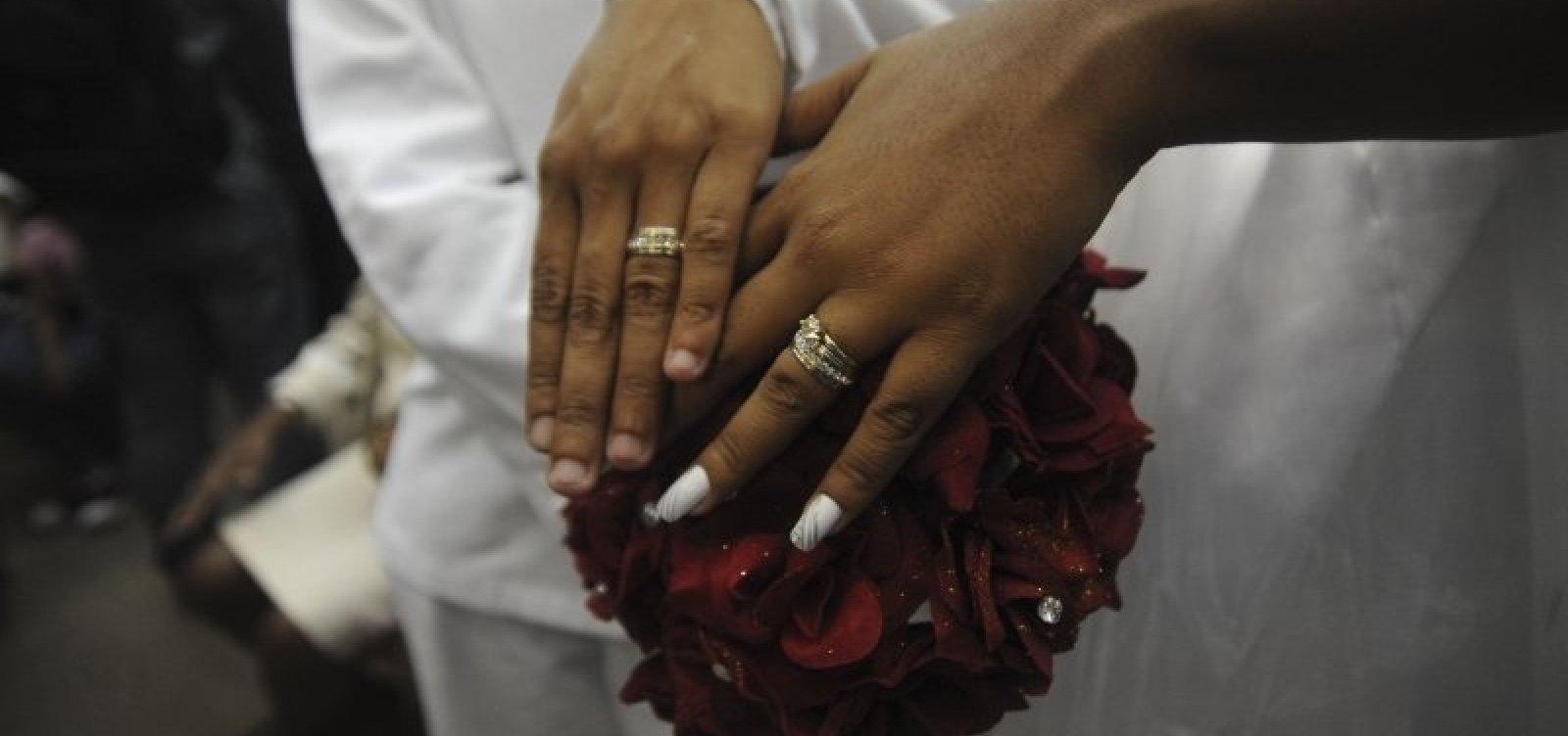 [Casamentos LGBT duplicam e aumento supera alta de uniões entre homens e mulheres]
