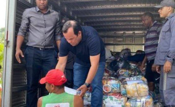 [Câmara distribui alimentos para famílias vítimas das chuvas em Salvador]