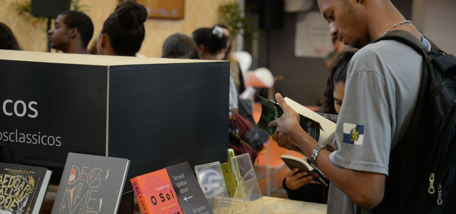 [Menos de 20% das cidades brasileiras têm livrarias, aponta IBGE]
