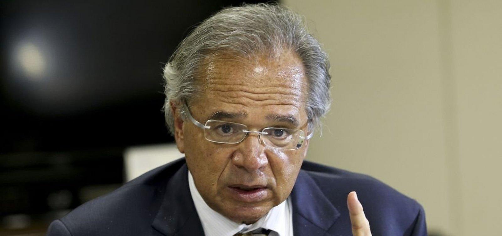 ['Despesas de juros vão cair R$ 96 bi em 2020', projeta Paulo Guedes]