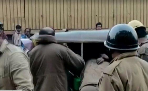 [Dono da fábrica em que 43 pessoas morreram na Índia é preso]