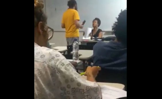 ['Situação absurda e insustentável', diz professora negra após aluno se recusar a receber avaliação]