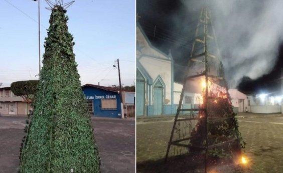 [Árvore de Natal é queimada em Ubaitaba; prefeitura acusa vandalismo]