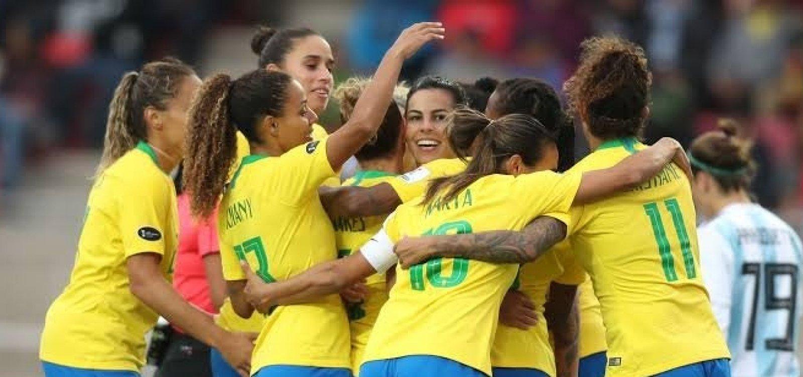 [Seleção brasileira feminina volta ao Top 10 da Fifa]