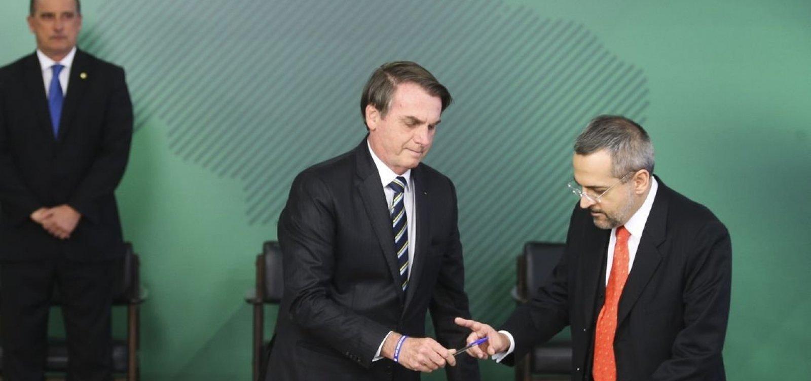 [Bolsonaro quer iniciar 2020 com reforma ministerial]