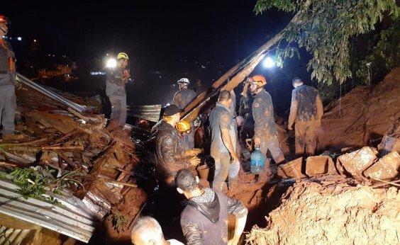 [Quatro pessoas morrem após deslizamentos de terra em São Paulo]