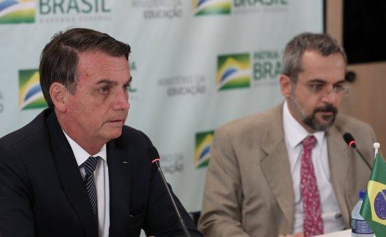 [Bolsonaro nega reforma ministerial e elogia Weintraub]