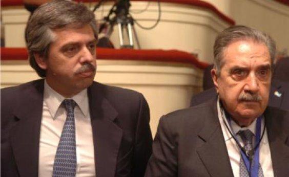 [Governo argentino estabelece imposto de 30% para compras de dólares no exterior]