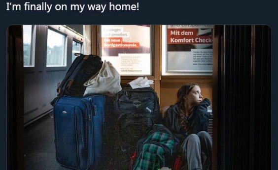 [Greta Thunberg viaja sentada no chão de trem lotado na Alemanha]