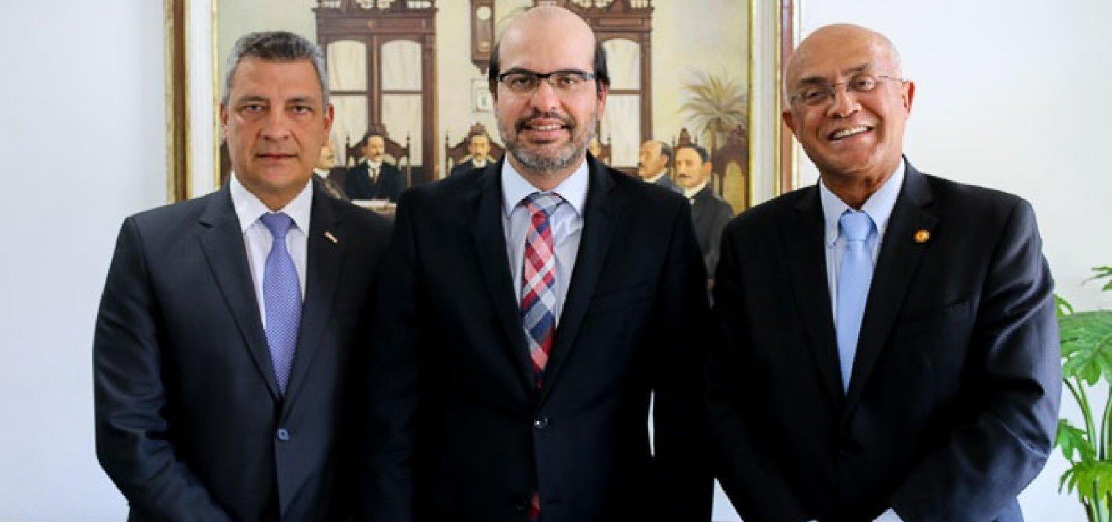 [Gildásio Penedo Filho é reeleito presidente do TCE da Bahia]