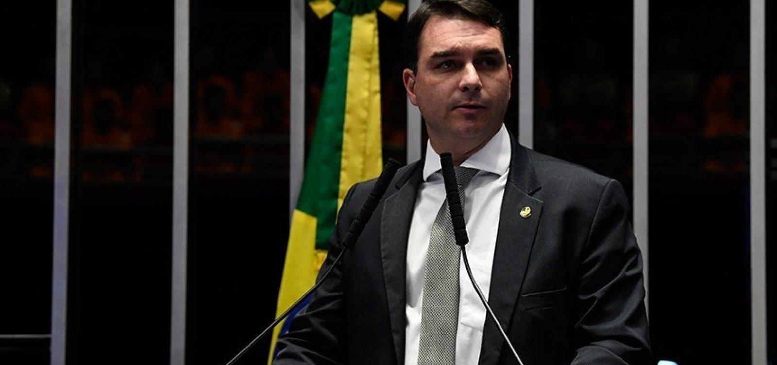 [Flávio Bolsonaro acusa juiz que autorizou operações contra Queiroz e sugere ligação de magistrado com Witzel]
