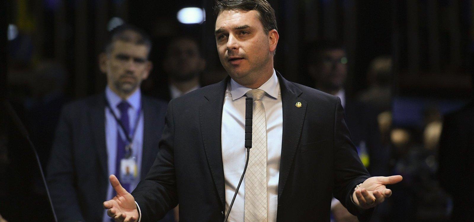 [Flávio Bolsonaro é chefe de organização criminosa que desviava dinheiro, aponta MP]