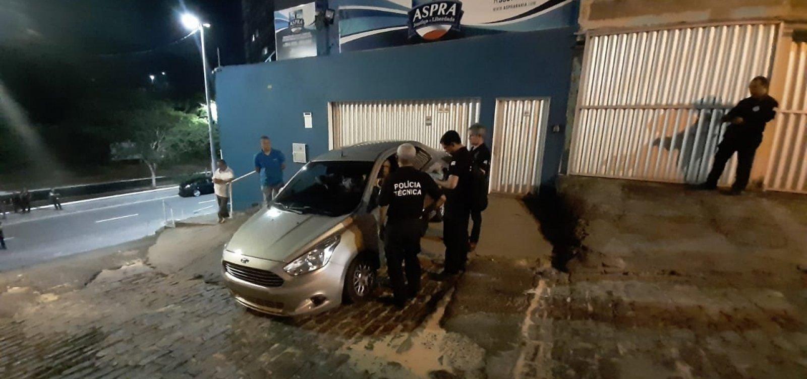 [Polícia faz reprodução simulada sobre ataque a veículo que levava assessores de Prisco]