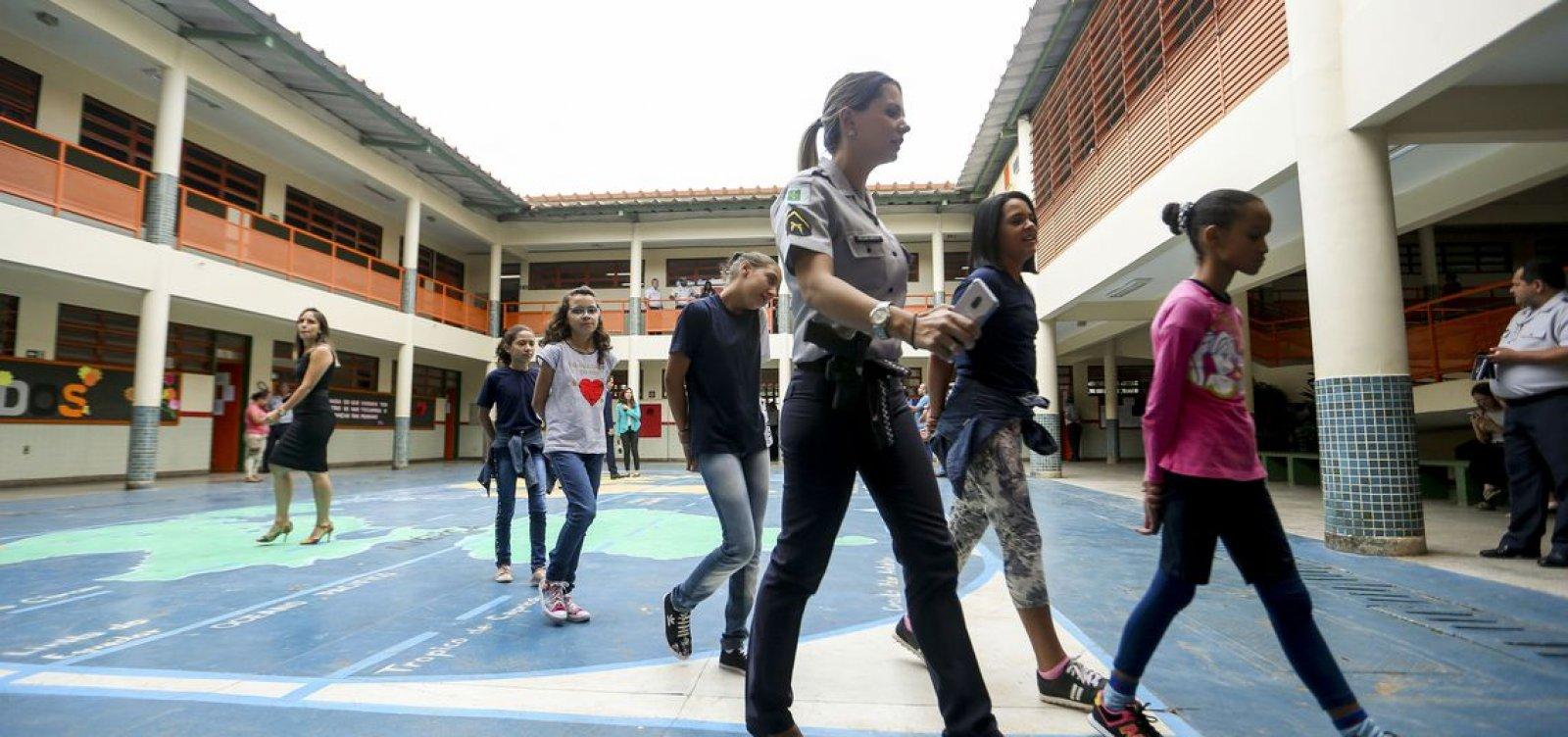 [Escolas cívico-militares terão aulas de 'valores e atitudes', diz MEC]
