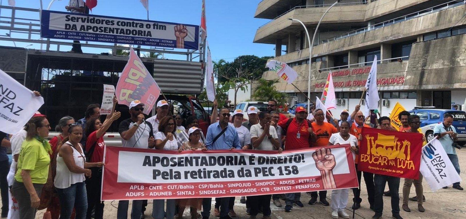 [Servidores fazem novo protesto contra PEC da Previdência na Alba]