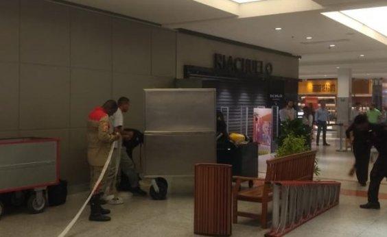 [Loja do Shopping da Bahia é atingida por princípio de incêndio]