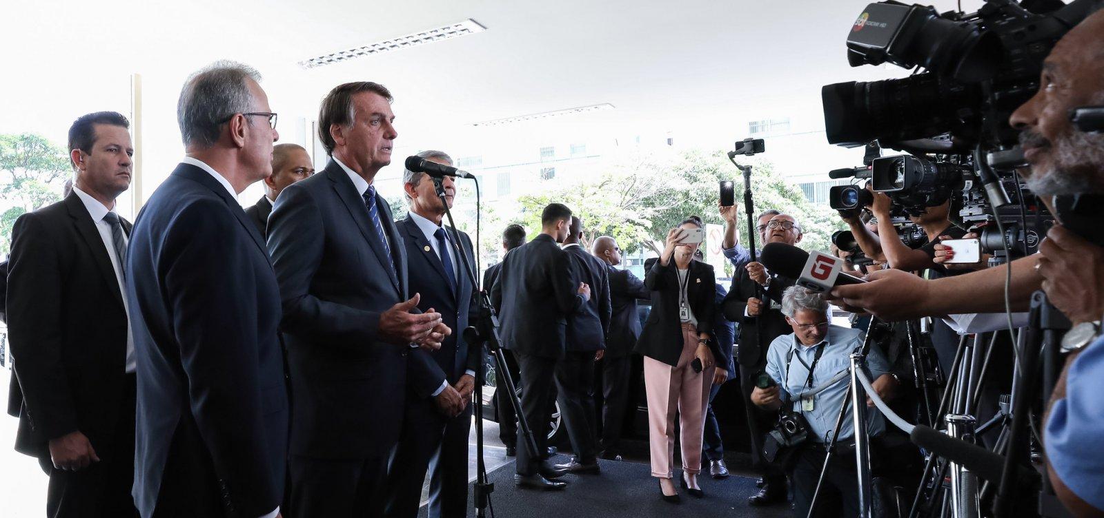 [Bolsonaro diz que imprensa 'tem medo da verdade', 'deturpa' e 'mente']