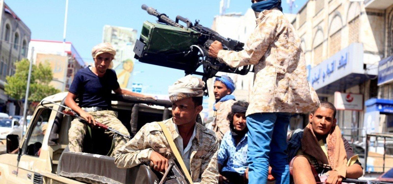 [Ataque a míssil deixa pelo menos 60 mortos no Iêmen]