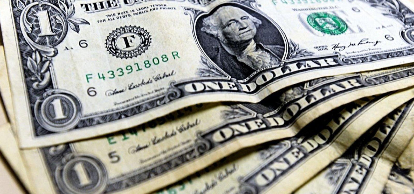 [Dólar fecha em alta e perto de R$4,19 após fala de Guedes]