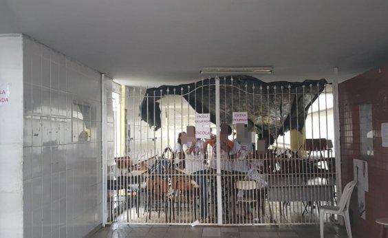 [Estudantes ocupam Colégio Estadual Odorico Tavares em Salvador]