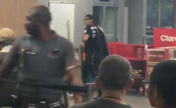 [PM negocia com homem que faz uma pessoa refém no metrô em Salvador; sistema segue normal]