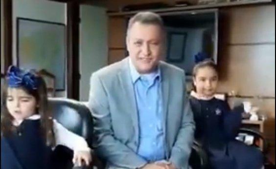 [Rui Costa volta ao trabalho após cirurgia e faz vídeo com filhas]